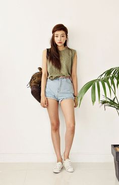 high wasted shorts with keds and army colored muscle tee // Summer