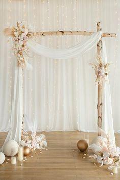 Wedding Backdrop Design, Wedding Ceremony Backdrop, Outdoor Wedding Decorations, Backdrop Decorations, Wedding Stage, Flower Decorations, Backdrop Ideas, Decor Wedding, Wedding Backdrop Photobooth