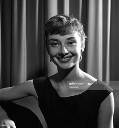 Audrey Hepburn Born, Audrey Hepburn Photos, Golden Age Of Hollywood, Classic Hollywood, Old Hollywood, Norma Jeane, British Actresses, Film, Role Models