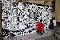 Brutal colaboración entre 2 grandes de la ilustracion; por un lado Jon Burgerman y del otro el artista mexicano Saner. Esta colaboración se dio en el marco del festivalCutOut Festen la ciudad de Querétaro donde a lo largo de 3 días diferentes exponentes del arte, animación y diseño fueron partícipes de este festival en diferentes actividades.