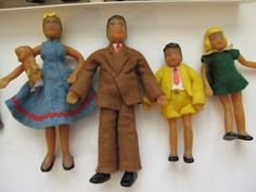 Dollhouse family of five: Mom Dad, boy, girl, baby [Flagg, 1950s (?)   Source: Susan's Mini Homes