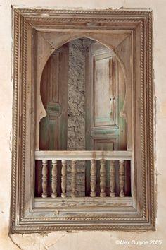 Porte marocaine en bois peint porte marocaine pinterest for Pro fenetre mortagne du nord