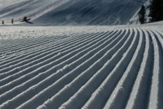 Pure motivation to get skiing ; Skiing, Waves, Pure Products, Motivation, Outdoor, Beauty, Ski, Outdoors, Ocean Waves