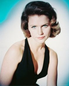 In memory of Lee Remick - actress - (b 12/14/1935 Quincy, Mass) d 07/02/1991 age 55.