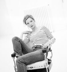 My favorite - Julie Delpy Breton Stripe Shirt, Striped Tee, Before Sunrise Movie, Julie Delpy, 80s And 90s Fashion, French Actress, Celebs, Celebrities, Beautiful Actresses
