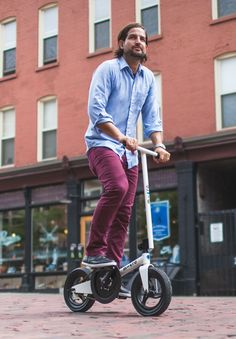 Pedalflow: Swiss-designed, folding bike without a seat! Portable, easy to ride, and perfect for cruising around town.