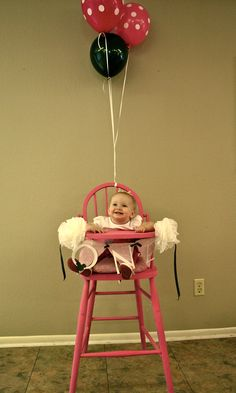 Minnie Mouse Party! high chair decor