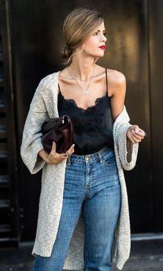 cooles Outfit mit Jeans mit schwarzem Spitzentop und grauer langer Strickjacke - lässiges Alltags Outfit elegant.
