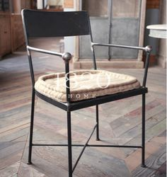 iron dining chair Dining Room Table Chairs, Metal Dining Chairs, Outdoor Chairs, Outdoor Furniture, Outdoor Decor, Iron Furniture, Quality Furniture, Shampoo Chair, Loft Style