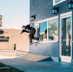 @theskateboardmag sur Instagram: «@zacharyshomepage, backside tailslide // Los Angeles, CA :@duhcota #TheSkateboardMag162»#skateboard #skate #skateshop