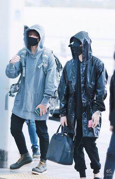 Jungkook and Suga ❤ BTS At Incheon Airport heading to Jakarta, Indonesia! Bts Bangtan Boy, Bts Jungkook, Taehyung, Bts Airport, Airport Style, Kpop Fashion, Korean Fashion, Airport Fashion, Foto Bts