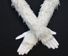 Gants plumes ( feather gloves ) par Causse Lemarié, plumassier  Métier d'Art, France
