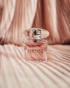 Ariana Perfume, Pink Perfume, Perfume Scents, First Perfume, Chanel Perfume, Perfume Bottle, Parfum Gaultier, Mascara, Eyeliner