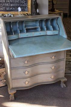 Maison Decor: Updating a desk with Chalk Paint