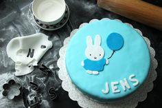 Een Nijntje taart www.sanneschrijftstukjes.nl  #nijntje #taart #verjaardag