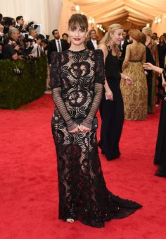 Amanda Peet Evening Dress - Amanda Peet exuded old-school elegance at the Met Gala in a long-sleeve black lace gown by Marc Jacobs.