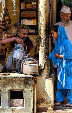 """A chai wallah is person who makes or sells tea—or both! But in India, chai isn't simply tea, a hot drink made with water and leaves. Nor is it a """"chai tea latte,"""" the popular beverage sold at coffee chains that is often made from a concentrate. Robert Doisneau, Indian Colours, Composition Art, Unity In Diversity, India Culture, India People, Indian Heritage, City Scene, Indian Photography"""