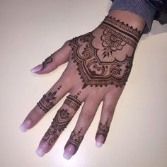 . . . #henna #hennatattoo #weddinghenna #hennaart #hennainspire #hennadesign #hennanight #hennawedding #tattoo #henne #henné #mehndi #mehndiart #mehendi #mehendiart #wedding #brides #bridalhenna #dubai #uae #indianwedding #lyon #instadaily
