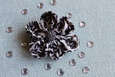 Broszka kwiat z materiału hand made beż brąz
