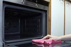 Få her de bedste tricks til nem og effektiv rengøring af ovnen.