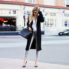 黒のロングコートをあえて全開にしてスウェットパンツをしっかり見せるコーディネート。 秋が本格化して肌寒くなってきた時の大人コーデでもやっぱりスウェットパンツが活躍します★