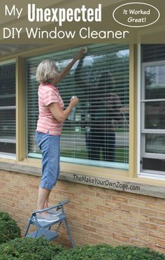 My unexpected DIY window cleaner I used my homemade daily shower spray with gr Window Cleaning Solutions, Window Cleaning Tips, Diy Home Cleaning, Household Cleaning Tips, House Cleaning Tips, Diy Cleaning Products, Cleaning Hacks, Cleaning Recipes, Best Window Cleaning Solution