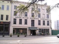 Boos and Brews Tour in Savannah - bar hop while you learn about the city's spooky history!