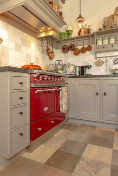 #keuken #landelijkwonen #keukeninspiratie #keukenideeen #nostalgisch #mertenskeukenambacht #handgemaakt #voorbeelden #keukenopmaat Kitchen Cabinets, Aga, Stoves, Kitchen Ideas, Design, Home Decor, Culture, Bohemian Chic Home, Decoration Home