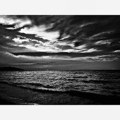 Cena in spiaggia con distrazione.  #puntaala #Summer #love #igers #blackandwhite #bnw #monochrome  #instablackandwhite #monoart #insta_bw #bnw_society #bw_lover #bw_photooftheday #photooftheday #bw #instagood #bw_society #bw_crew #bwwednesday #insta_pick_bw #bwstyles_gf #irox_bw #igersbnw #bwstyleoftheday #monotone #monochromatic#noir #fineart_photobw