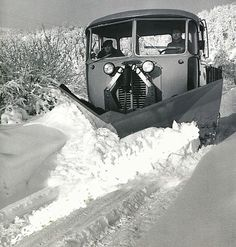 Robert Doisneau // The Alps - The snowplow on the roads of Laffrey, 1962 .