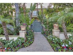 917 N Crescent Dr, Beverly Hills, CA Luxury Real Estate Property - MLS# 14-734941 - Coldwell Banker Previews International