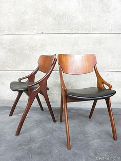 Old Chair In The Garden - - - - Eames Chair Plywood - Single Chair For Living Room Gray Dining Chairs, Old Chairs, Vintage Chairs, Pink Chairs, Accent Chairs, Wooden High Chairs, Metal Chairs, Modern Chairs, Midcentury Modern