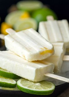 Mango Lime Popsicles Sweet, creamy Coconut Mango Lime popsicles - 4 ingredients, so easy and delicious!Sweet, creamy Coconut Mango Lime popsicles - 4 ingredients, so easy and delicious! Healthy Desserts, Delicious Desserts, Yummy Food, Frozen Desserts, Frozen Treats, Frozen Fruit, Gelato, Fruit Crumble, Homemade Popsicles