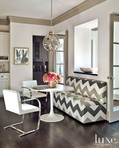 banquette breakfast nook