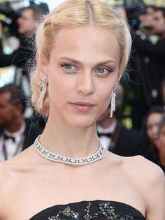 Aymeline Valade en Van Cleef & Arpels http://www.vogue.fr/joaillerie/red-carpet/diaporama/les-plus-beaux-bijoux-du-festival-de-cannes-2014-parures-haute-joaillerie-diamants/18735/image/1004087#!aymeline-valade-en-van-cleef-amp-arpels