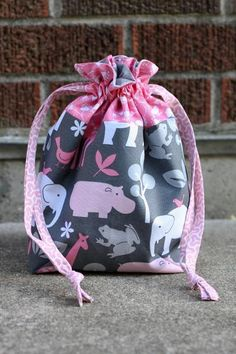 I'm going to make this for use as a ballet bag..slippers, tights.. Lined Drawstring Bag - via @Craftsy