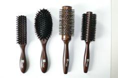 La nouvelle gamme bois et poils naturels Intempor'L Saphir. La brosse brushing en céramique bénéficie d'une innovation de par son mélange de fibres naturelles et nylon antistatique très qualitatifs, qui permet une prise des cheveux particulièrement efficace.
