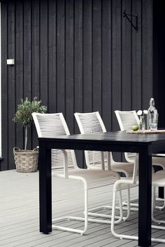 30 Chic Black And White Outdoor Spaces DigsDigs is part of Outdoor furniture sets - Outdoor Rooms, Outdoor Dining, Outdoor Furniture Sets, Outdoor Decor, Exterior Design, Interior And Exterior, Decor Inspiration, Interiores Design, Black House