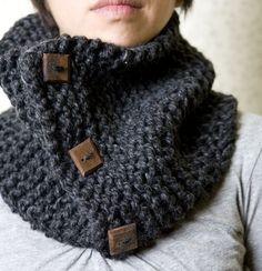 Neckwarmer Loopschal stricken – ganz einfach Easy to knit neckwarmer loop scarf Knit Or Crochet, Crochet Scarves, Crochet Hats, Hand Crochet, Knitting Projects, Crochet Projects, Knitting Patterns, Crochet Patterns, Scarf Patterns