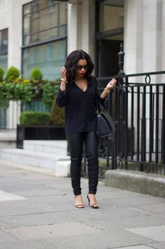 Leather leggings and heels button down shirt fashion guru стиль. Leggings And Heels, Leather Leggings, Leather Trousers, Dolce & Gabbana, Casual Chic, Beach Casual, Yves Saint Laurent, Casual Outfits, Cute Outfits