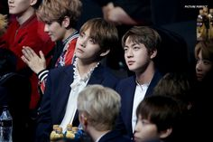 V and Jin ❤ BTS At The 26th Seoul Music Awards (170119) #BTS #방탄소년단