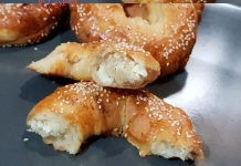 Τυροκούλουρα θαύμα – Λαχταριστά και πεντανόστιμα School Snacks, Pretzel Bites, Bagel, Doughnut, Bread, Desserts, Food, Recipies, Pizza