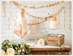 Love the garland, and the rustic box. The flowers are beautiful! This design could be used as a Fall birthday celebration, or Spring. Maybe a Peach theme, or Pumpkin/Apple theme. Pretty Cakes, Beautiful Cakes, Amazing Cakes, Gluten Free Wedding Cake, Fall Birthday Parties, Birthday Ideas, Birthday Celebration, Boho Chic, Sweet Buffet