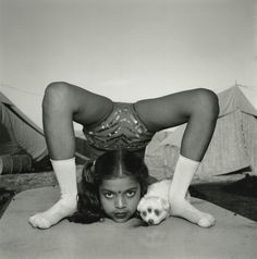 View Contortionist with her Puppy sweety, Great Raj Kamal Circus, India by Mary Ellen Mark on artnet. Browse upcoming and past auction lots by Mary Ellen Mark. Mary Ellen Mark, History Of Photography, Documentary Photography, Street Photography, White Photography, Vanity Fair, Savannah, William Klein, Berenice Abbott
