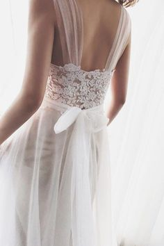 White wedding dress. Brides want to find themselves finding the most appropriate wedding day, but for this they need the ideal bridal wear, with the bridesmaid's dresses complimenting the brides-to-be dress. Here are a few ideas on wedding dresses.