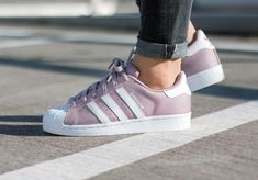 Adidas Women Shoes - Adidas Superstar W Blanch Purple 'Polka Dot' - We reveal the news in sneakers for spring summer 2017 Women's Shoes, Cute Shoes, Me Too Shoes, Shoes Sneakers, Adidas Shoes Women, Nike Women, Adidas Sneakers, Adidas Outfit, Sneaker Outfits