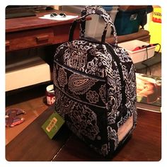 NWT! Lunch Bunch in Blue Bandana! New with tags! Vera Bradley Lunch Bunch in Blue Bandana! Features zippered closure, side ID pocket and interior pocket, lined for easy clean up! Vera Bradley Bags