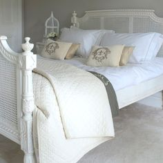 Classical White Rattan Bed-Kingsize - 5ft