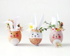 Make mini Easter Bunny vases and planters from eggshells. So… Easter craft ideas. Make mini Easter Bunny vases and planters from eggshells. So adorable and fun to make. Perfect Easter decorations or gifts. Hoppy Easter, Easter Eggs, Easter Table, Painted Eggs Easter, Painting Eggs For Easter, Diy Ostern, Deco Originale, Image Originale, Diy Easter Decorations