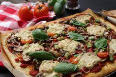 """A melhor pizza vegan de sempre! Pizza de espargos e cogumelos com """"queijo"""" vegano feito em casa - food photography - food blog"""